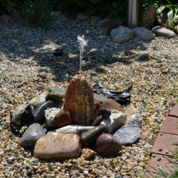 Záhradná solárna fontánka